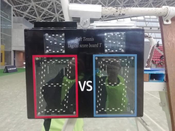 電光掲示板の正式名称は「ソフトテニス表示器」
